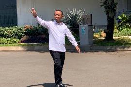 Setelah ditelepon protokol, Bahlil Lahadalia berkemeja putih ke Istana