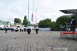 Peringati Hari Santri Nasional, Wakil Wali Kota  Padangsidimpuan kenakan kain sarung