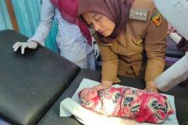 Hendak buang air kecil, Nofrizal temukan bayi dengan tali pusar yang belum dipotong di pinggir jalan