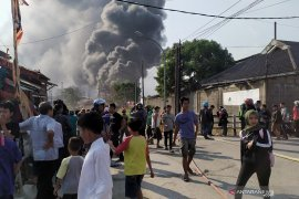Pemadam: Dua kali suara ledakan terdengar sebelum kebakaran di Cimahi