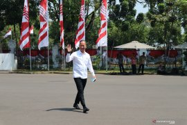 Mensos Agus Gumiwang Kartasasmita tiba di Istana Kepresidenan