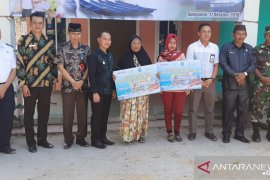Empat orang ahli waris di Bangka menerima klaim asuransi nelayan dengan total Rp80 juta