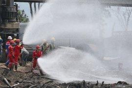 Pertamina sterilisasi lokasi dengan sedot minyak sisa kebakaran