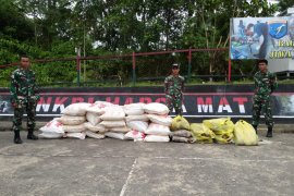 Satgas Pamtas kembali amankan barang ilegal di Entikong