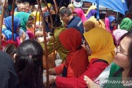 Ratusan masyarakat ikuti makan bubur pedas gratis