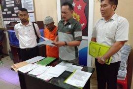 Polisi serahkan mantan kepala desa korupsi dana desa ke Kejari Langkat
