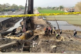 Puslabfor Polri olah TKP kebakaran pipa minyak di Cimahi