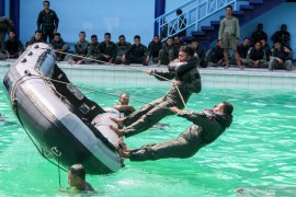 Latihan survival penerbang