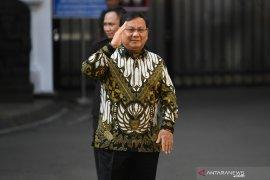 Hari pengumuman dan pelantikan, para menteri kenakan batik ke istana