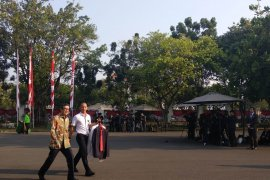 Hari pengumuman dan pelantikan kabinet kerja jilid II, para menteri kenakan batik ke istana