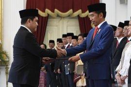 Menteri BUMN Erick Thohir dilantik, tiga sahamnya langsung  merosot