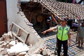 Seorang pekerja di Blitar tewas tertimpa tembok bangunan ambruk
