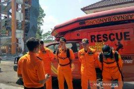 Nelayan hilang akibat kapalnya dihantam ombak di Laut Tasikmalaya