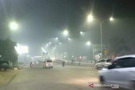 Asap pekat selimuti Kota Palembang