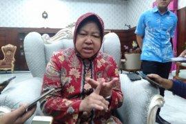 Risma imbau warga Surabaya waspadai dampak pergantian musim