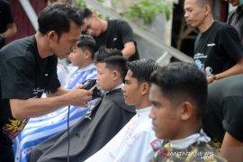 Pangkas rambut gratis anak yatim sambut sumpah pemuda