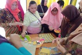Lebaran masih jauh, PNM ajari emak-emak Berkelir membuat aneka kue