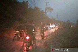 Jalan lintas provinsi di Aceh Barat tertimbun longsor, arus lalulintas terganggu