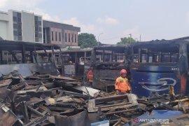 Kebakaran gosongkan belasan bangkai bus Damri