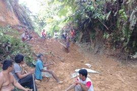 Longsor dan banjir melanda Kecamatan Kuala Kabupaten Langkat