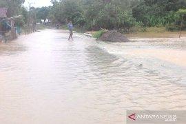 Banjir rendam ratusan rumah di Aceh Barat