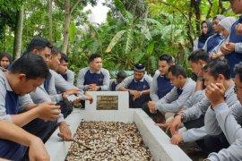 Maknai 91 tahun Sumpah Pemuda, DPD KNPI Aceh ziarahi makam sesepuh