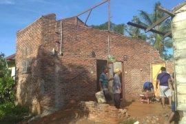 Tiga rumah rusak diterjang angin kencang