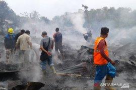 16 unit barak karyawan perusahaan perkebunan di Nagan Raya terbakar