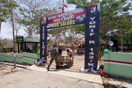 Satgas Pamtas Yonif Raider 142/KJ berikan pengetahuan kepada  pelintas batas negara