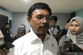 Menteri Kominfo ajak masyarakat beli ponsel resmi