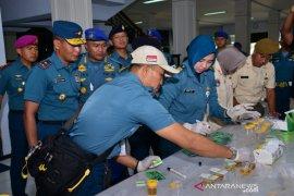 Usai Upacara Sumpah Pemuda, puluhan prajurit-PNS Lantamal V jalani tes urine dadakan
