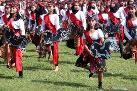2.000-an pelajar Blitar menari jaranan usai upacara Sumpah Pemuda