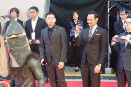 Joko Anwar dan Oka Antara berjalan di atas karpet merah Festival Film Tokyo 2019