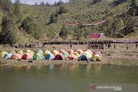 Ratusan peserta ikuti upacara Sumpah Pemuda di kaki Gunung Semeru