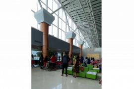 Penumpang  Bandara Supadio nyanyikan Indonesia Raya