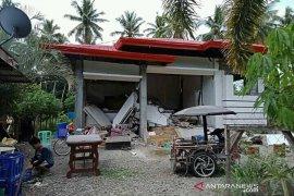 Sebuah hotel di Filipina ambruk akibat gempa susulan
