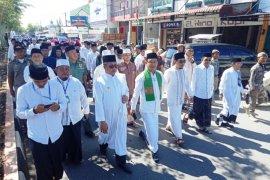 Hari Santri Bupati Aceh Barat dan ribuan santri pawai jalan kaki