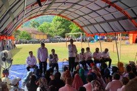 Pengungsi Ambon minta terpal kepada Presiden