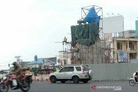 Tiba di Bengkulu, patung Fatmawati dipasang di Simpang Lima