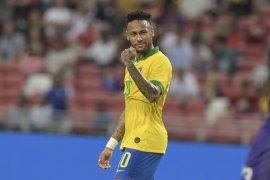 Dani Alves sebut Neymar sesensitif anak kecil