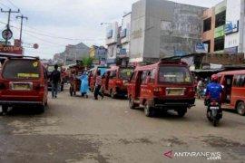 warga Kabupaten Bekasi keluhkan tarif angkot
