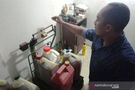 Petani Aceh Barat enggan jual minyak Nilam karena harga jual stabil