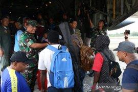 Lanud Silas Papare pulangkan 128 pengungsi Jayapura ke Wamena