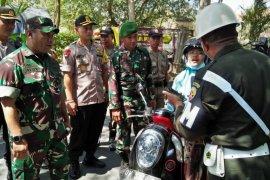 Kodim Jembrana temukan warga berseragam TNI saat operasi gabungan