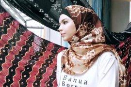 Vivi Zubedi, membuka mata dunia akan keindahan Sasirangan