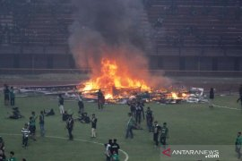 Polisi Jatim usut kerusuhan suporter di Stadion GBT