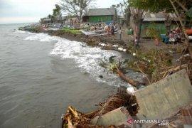 Rumah warga terancam abrasi pantai Page 2 Small