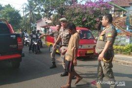 Petugas gabungan Pemkab amankan puluhan ODGJ jalanan