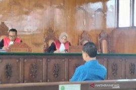Kepala dinas disidang di pengadilan karena aniaya kepala  desa
