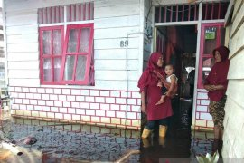 Karena banjir setinggi 1,5 meter 350 warga Aceh Barat mengungsi